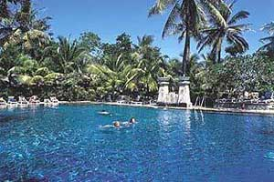 Pool Legian Beach Hotel