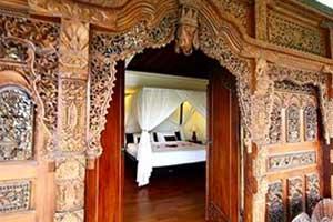 Kamar ornamen Bali di Bali Nyuh Gading Villa