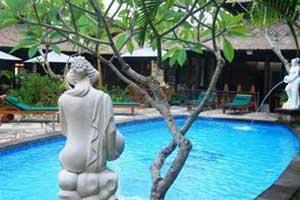 Kolam renang Casa Ganesha Hotel