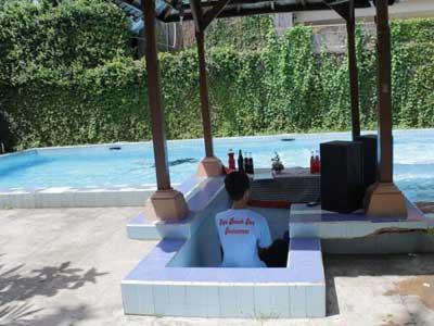 Kolam renang Hotel Ayu Beach Inn
